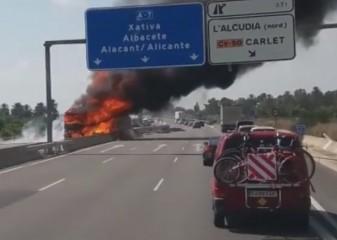 incendio camión A7 la veud'algemesí