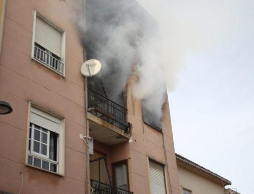 Incendi en un pis del carrer Alberto Tortajada