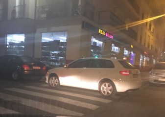 coche-en-paso-de-peatones policia local algemesi asensio garcia erich vanacloig gil intendente principal jefe la veu d'algemesí