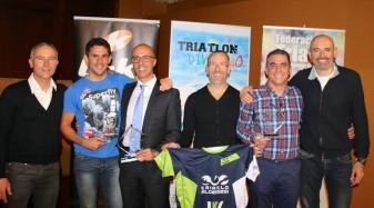club Triatló Vialterra Algemesí en la Gala de la Federación complejo deportivo La Petxina Germán Alcalá iván valencia juan enrique españa