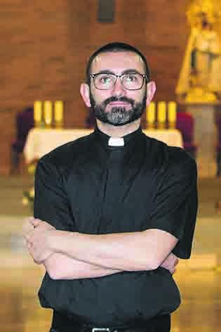oscar benavent calatayud sacerdote diocesano san pio X algemesi prensa2 moises castell carlos bueno