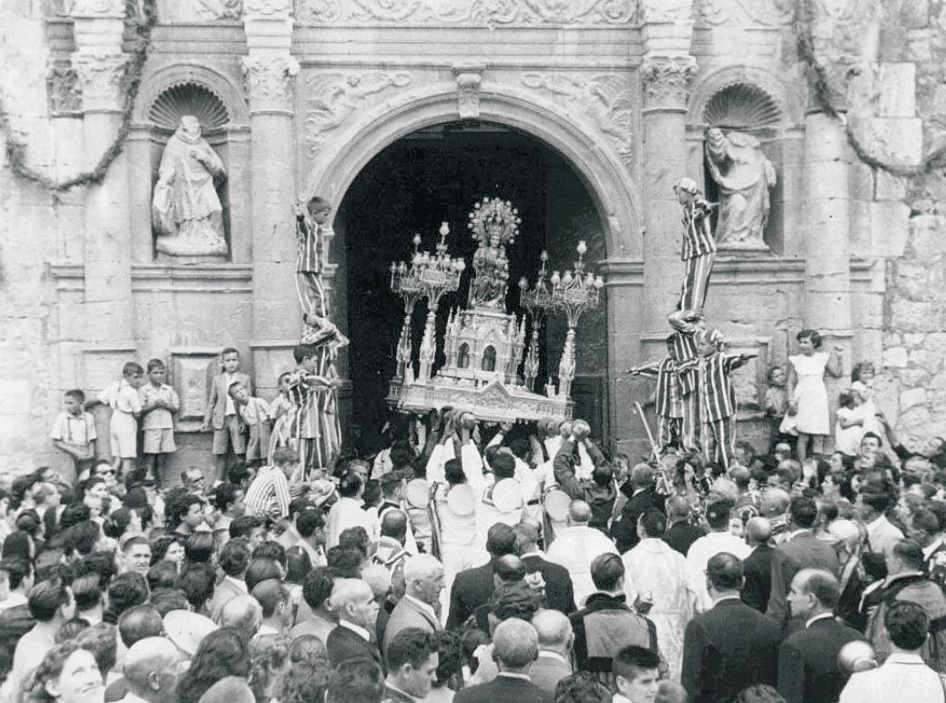 Entrada Mare de Déu. Processoneta del matí de l'any 1954. Sempre cara al seu poble.t