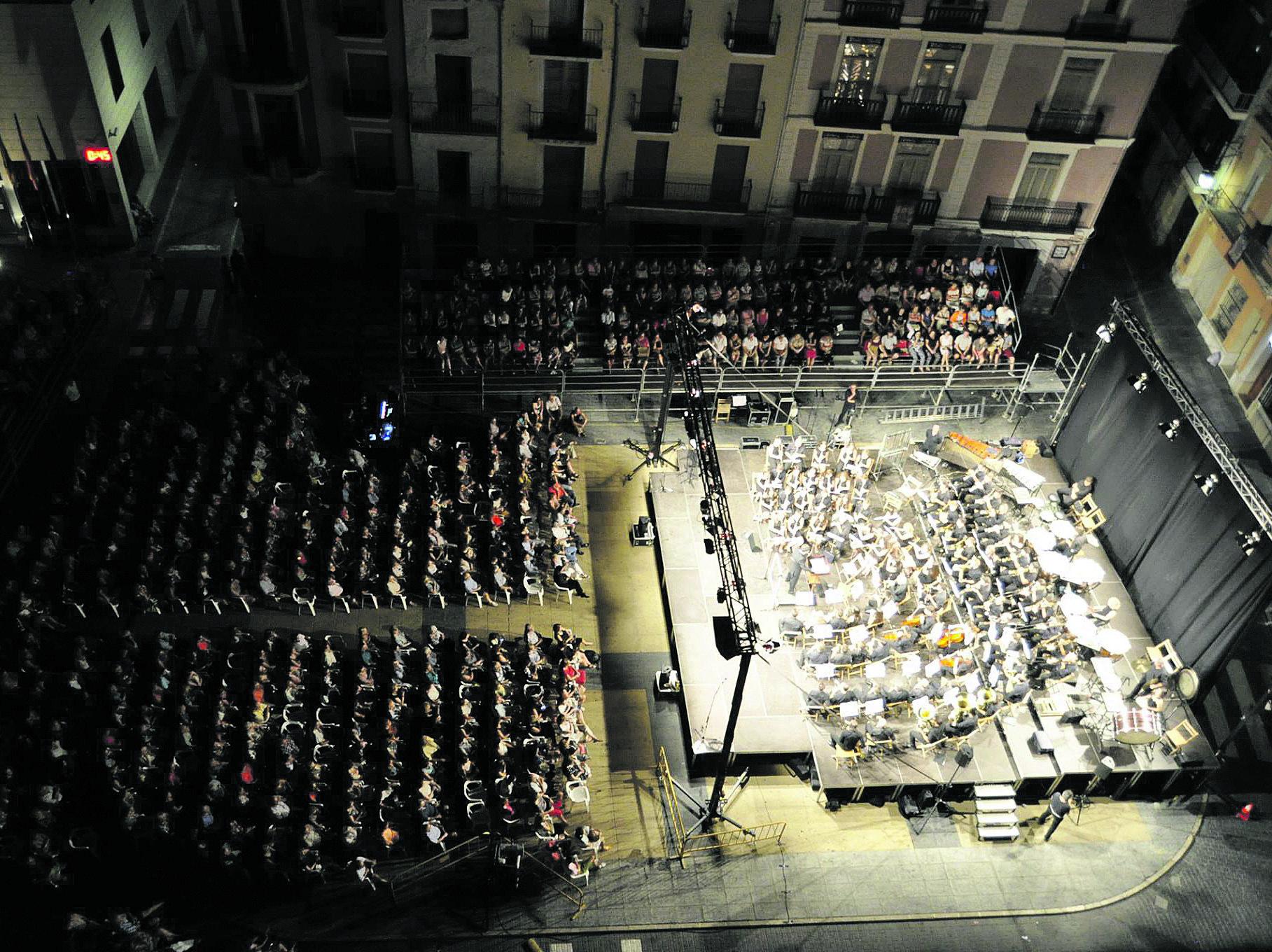 Concert de la Nit del Retorn celebrat a la plaça salut naval