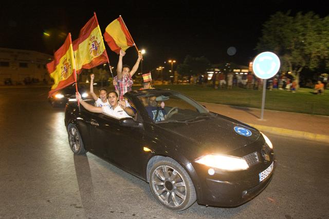 Celebració Eurocopa. Plaça d'Europa. Nº9 - octubre 2012. MOISÉS CASTELL/Prensa2