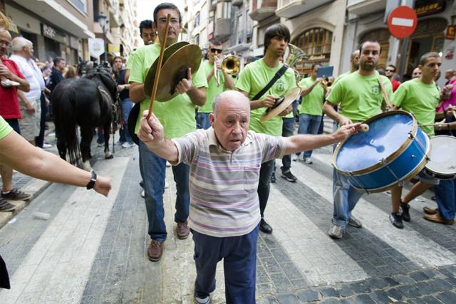 """""""Juanito"""" dirigint la banda. Nº30 - juliol 2014. MOISÉS CASTELL/Prensa2"""