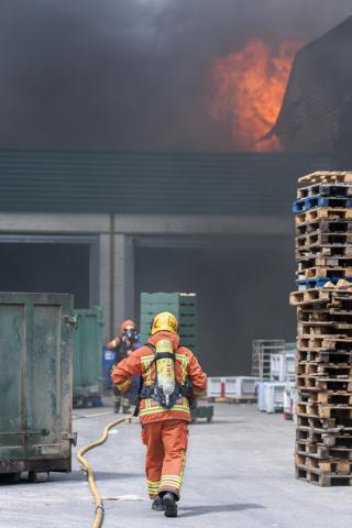 Incendi a les instal·lacions de COPAL. Nº40 - juny 2015. MOISÉS CASTELL/Prensa2