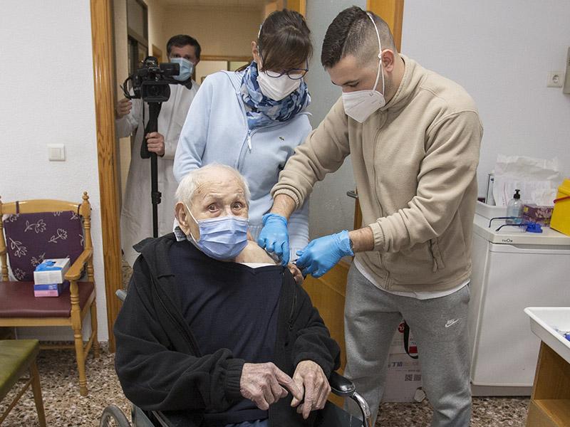 residencia sant vicent ferrer algemesi jose diez coronavirus pfizer moises castell agencia prensa2