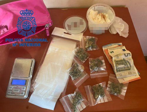 """Cinc detencions per vendre droga pel mètode de """"telecoca"""""""